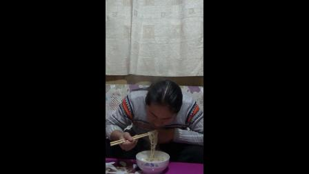 朱坤 吃面条