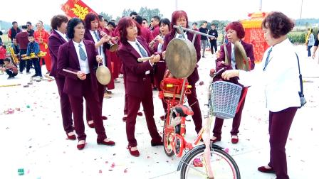 吴川市黄坡镇冼村曲艺队出队平泽村婚庆二O一九年春
