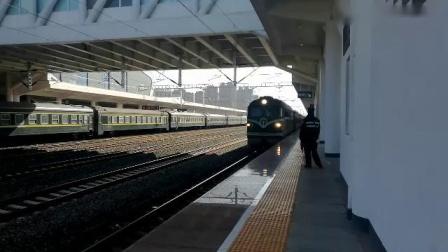 (2019年春运临客)客车快5610宣城普速场9道停车