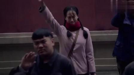 三妹李大庆当兵去了,何三妹跟他挥泪告别