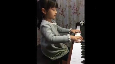 7岁小女孩钢琴弹奏《凉凉》《成都》这水平已经达到专业水平,天才啊