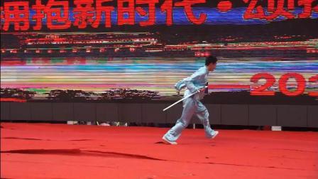 开州才俊朱灿表演四维行剑 190215