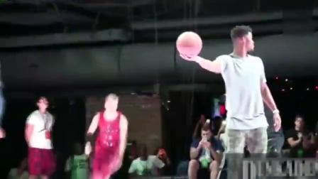 堪比NBA扣篮大赛,这样的弹跳高度,简直非人类!