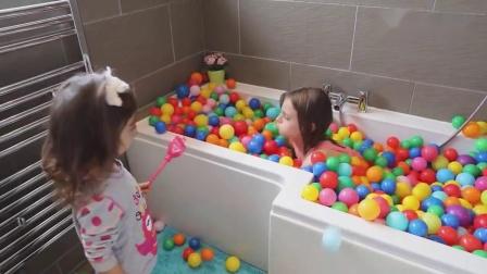 熊孩子你都干嘛了?我的洗澡水呢?——萌娃:嘻嘻,惊不惊喜?