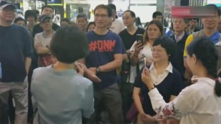 香港旺角街头义演, 天后级歌手小龙女演唱《一剪梅》, 真是太好听了#这! 就是搞笑#