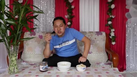 今天中午简单吃点,朱坤烫包方便面吃