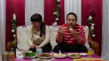 今天晚上三个菜,朱坤做的炒羊杂、炖豆腐、 野菜炒鸡蛋,好吃