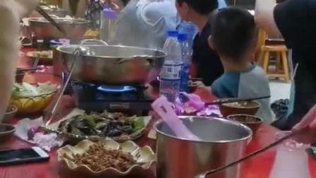 西江千户苗寨长桌宴,感受一下当地的民俗文化