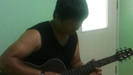 我的吉他老师在弹《新上海滩》
