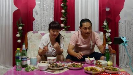 今天晚上三个菜,朱坤做的红烧鱼,青椒炒肉和冬瓜蛤蜊汤