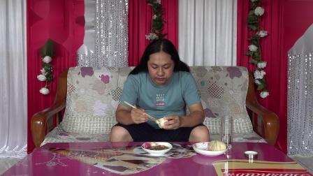 今天中午一个菜,朱坤吃的是昨天剩的青椒炒肉