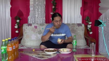 今天中午一个菜,朱坤做的青椒炒鸭腿,味道棒棒的