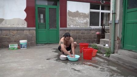 朱坤 刷盘子碗
