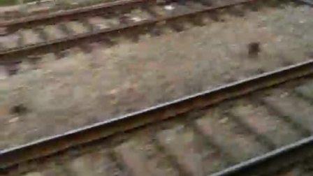 列车过岔/分轨,真得很有美感,我很喜欢坐火车