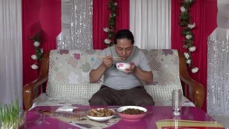 今天中午两个菜,朱坤做的红烧鸡翅根和蚕种子,味道好极了
