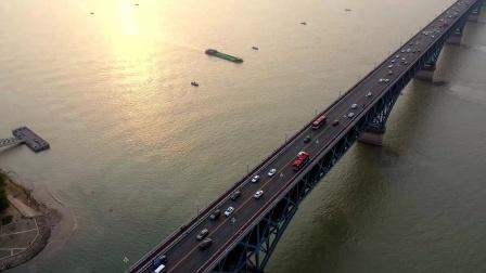 儿时记忆中的长江大桥 现在还是那样吗?