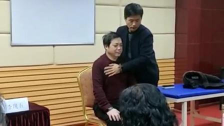 中医小儿推拿手法教学视频-李现五老师演示排痰法手法