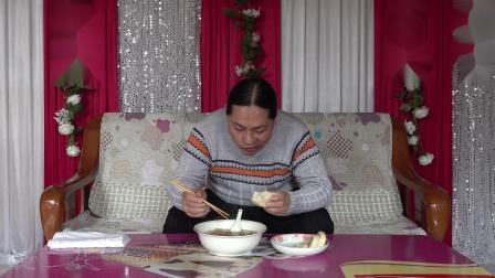 今天中午做了一汤碗大杂烩,朱坤吃的干干净净,味道不错