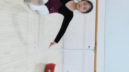 13. 坐地打胯练习