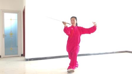 """居家健身动起来-董丽展示""""42式太极剑"""""""
