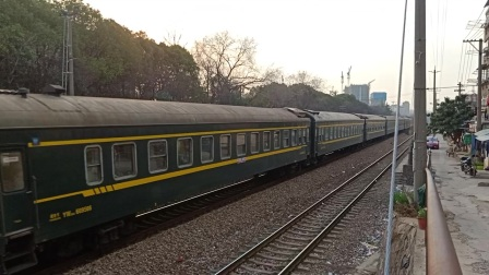 K155光华门站通过