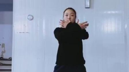 """健康战""""疫"""",海大世界冠军郭梦娇八段锦教学"""
