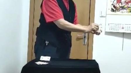 吴心村扑克变小魔术