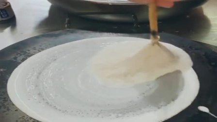 用毛笔做出来的煎饼,一张二十,对得起这价格!