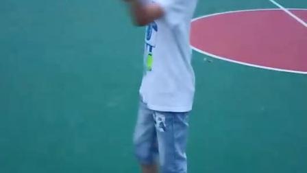 我弟弟在跳绳