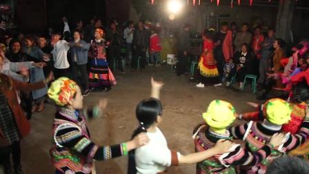 四川彝族结婚 开启斗舞模式