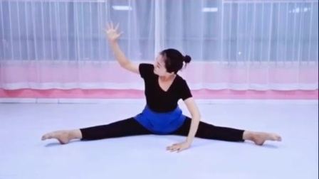 北京舞蹈学院考级二级勾绷脚动作讲解