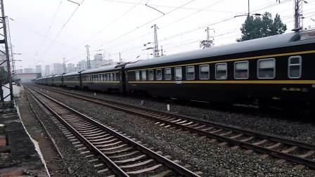 Z135/8次(广州——乌鲁木齐)咸阳站1道通过