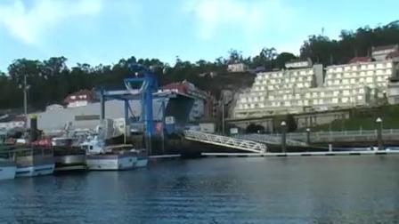 孔巴罗码头_GH的一台悬臂吊和一台游艇吊