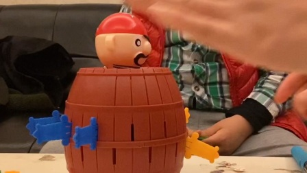 Happy带你玩海盗桶玩具