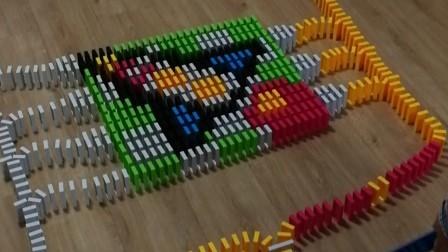 火箭发射图案 7岁孩子摆多米诺