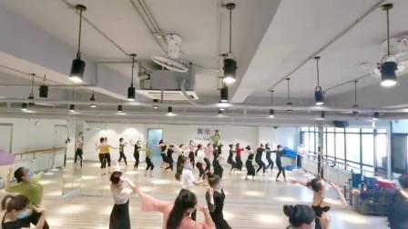 今日课堂花絮🎉 坚持跳舞的女生应该获得掌声,因为她们都在努力变得更好[爱心]每日一舞 人生值得,后面有彩蛋噢[奸笑]