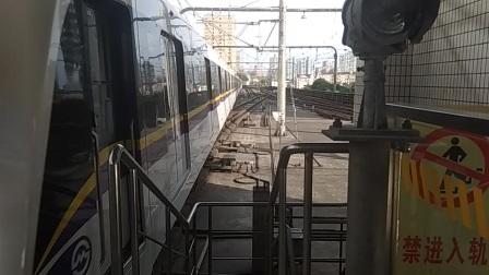 339号车往长江南路中山公园进站
