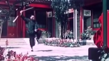 61岁的梅兰芳先生家中练剑珍贵视频。