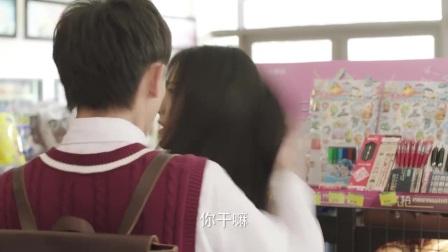 白韩洪的照片被揭穿,吴景昊在小卖部听到老板的电脑上讲到了有关白韩洪照片的消息,突然变得恐慌,急忙关闭电脑