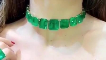 然然在祖母绿宝石