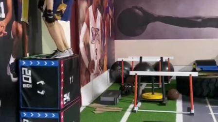 小栋日常训练:坐式跳箱48英寸