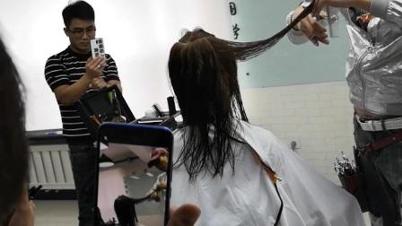 何老师剪发老漂亮了