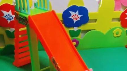 乔治想玩滑梯,不料一直上不去,佩德罗发现乔治走错路