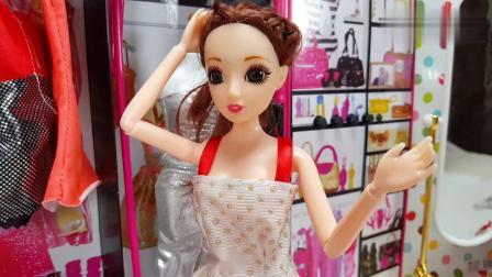 安其拉期末考试得满分,姐姐带她到芭比的服装店买新衣服做为奖励