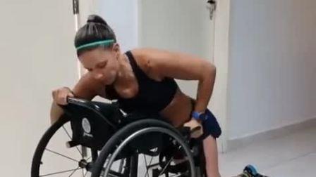 截瘫上轮椅