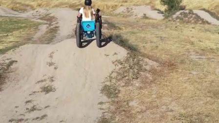 史上最强的轮椅,竟能开出去翻山越岭