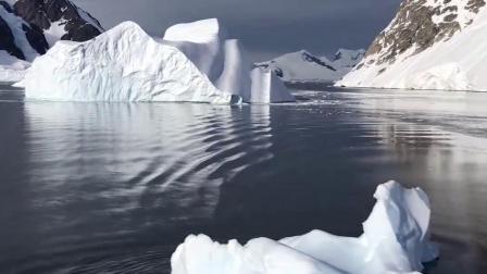冰也是水,为什么冰块就能浮在水面上?