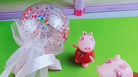 乔治放学就有棒棒糖,佩奇回家就叫妈妈,也想要吃棒棒糖啊!