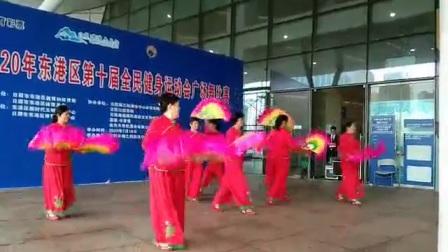 日照水晶城舞姐妹舞蹈队〈广场舞:扇子舞,祖国你好〉