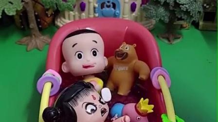 大头儿子洗澡了,哪吒也要洗,熊二也来洗了!